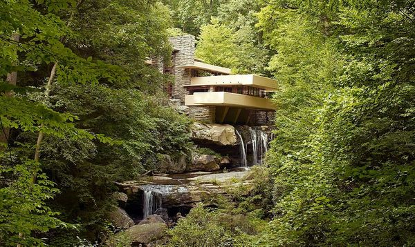 The Harmony of Form and Function: Frank Lloyd Wright's Organic Architecture