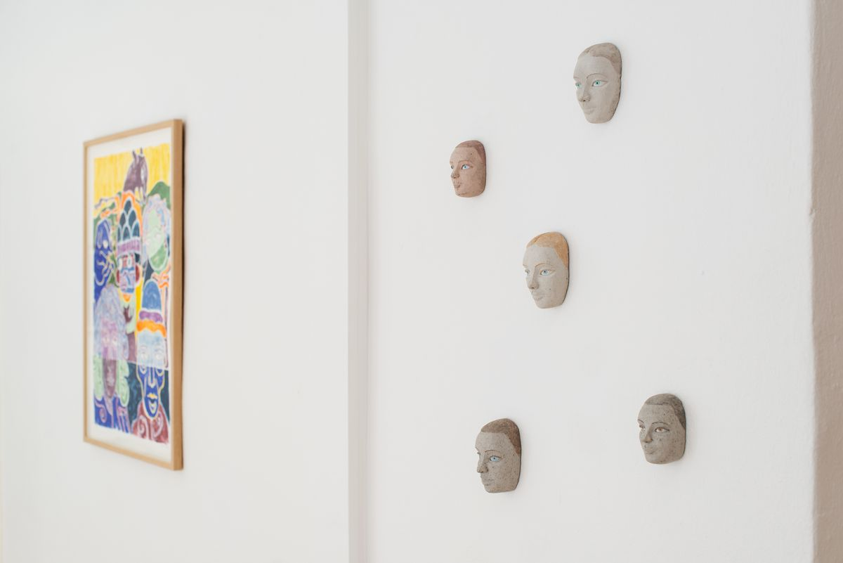 Camilla Thorup: Face, 2019. In the background litography by Anne Torpe. Installation photo by Jacob Friis-Holm Nielsen
