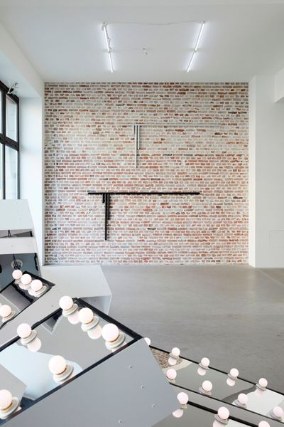ASTRID KÖPPE, LUKAS TROBERG — NOT SO A WHITE CUBE #8 (Group Exhibition), LAGE EGAL (4 of 7)